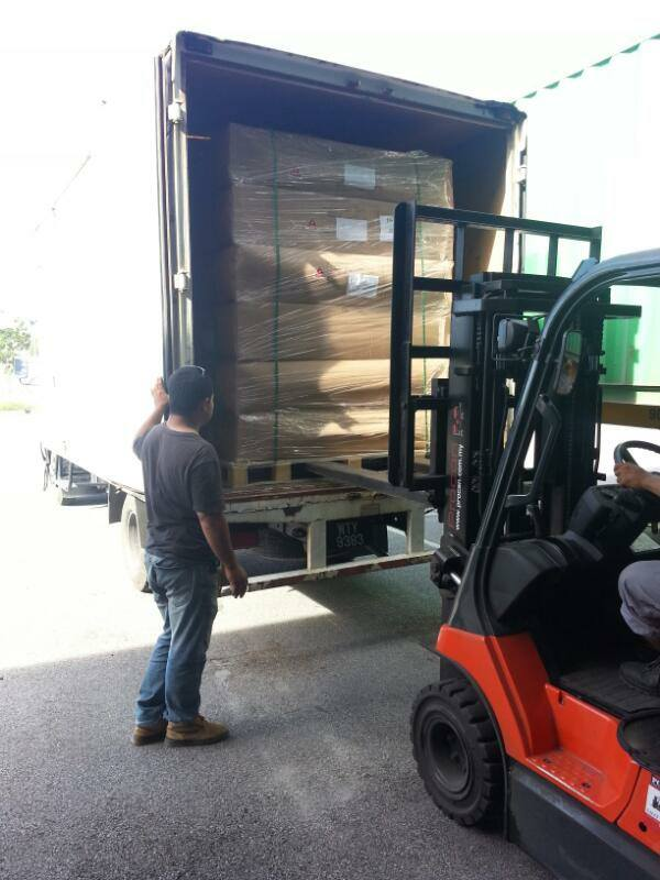 refrigerated-lorry-loading